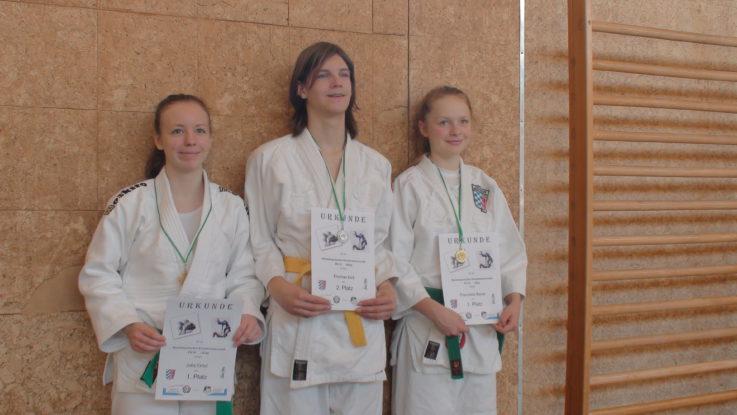 Franziska Bauer und Julia Ernst werden Niederbayerische Meisterinnen im Judo