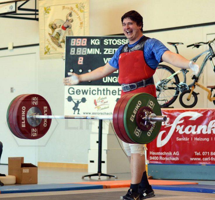 Dennis Budimovic siegt mit dem Bayern-Team beim Alpencup im Gewichtheben